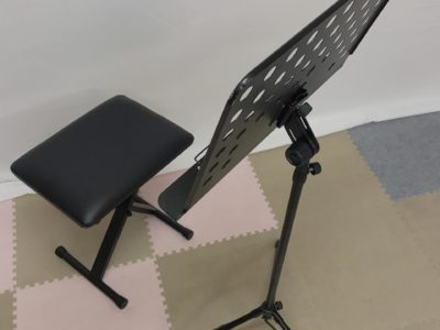 ミュージシャンの方々に激押し!【演奏用椅子と譜面台(穴あき)】埼玉のミュージックマンへ
